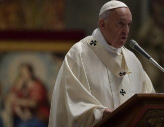 Papa a Caritas: «humildad, comunión y renuncia por el bien de la misión»