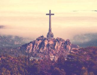 Lanzan un llamamiento mundial en defensa de la cruz del Valle de los Caídos